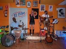Tres BCN - Pap percusión, Clio voz y Pablo guitarra