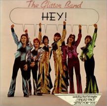 Seis amigos con ganas de marcha. Con el mismo gusto por la elegancia, y en la década de los 70, sólo podía pasar esto. Eso sí, estos señores tuvieron bastante éxito en su Reino Unido natal. Suponemos que cuando vean estas portadas se echarán unas risas...