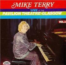 ¿Quieres triunfar en el mundo de la música? Pues si Elton John lo hizo tocando el piano, ya sabes, aprende a aporrear las teclas, vístete con tus mejores galas, el pelo oxigenado al máximo, y a triunfar... Mike Terry se lo tomó en serio e incluso sacó un disco en directo, grabado en Glasgow... Si no lo intentas nunca sabrás si eres un rockero...
