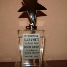 Premio especial Black & White a la revista digital Rumore Rumore por la difusión del mundo del espectáculo Navidad 2011