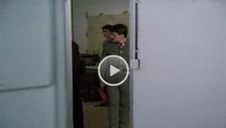 """Juhan Dresán al fondo en un fotograma de la película """"Yo el Vaquilla"""""""