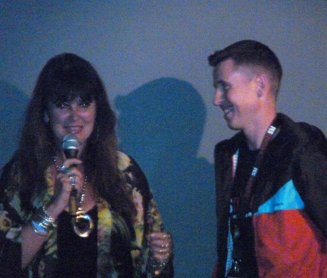 Caroline Munro y Robert Ramos Cata