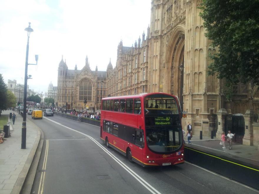 Por el parlamento