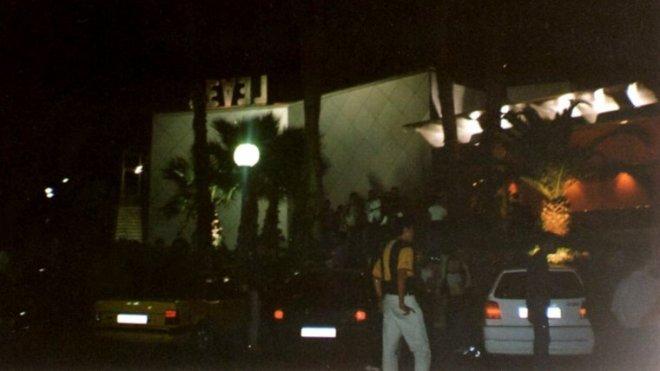 Centenares de coches se amontonaban en los alrededores de la discoteca cada fin de semana. | CEDIDA