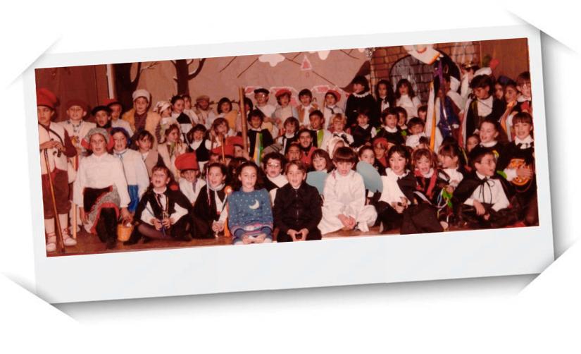 Obra de teatro en el Salón de actos de la escuela. Yo soy el Rey Melchor