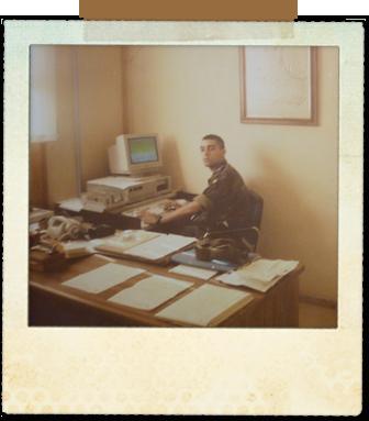 En la oficina, ya instalado como Cabo Auxiliar Administrativo