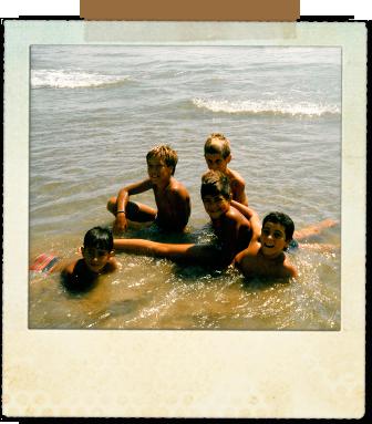 Con David Serrano, Josep Marcual, Joaquín Ramos y Joan Josep Hereu en nuestra playa habitual frente a los apartamentos